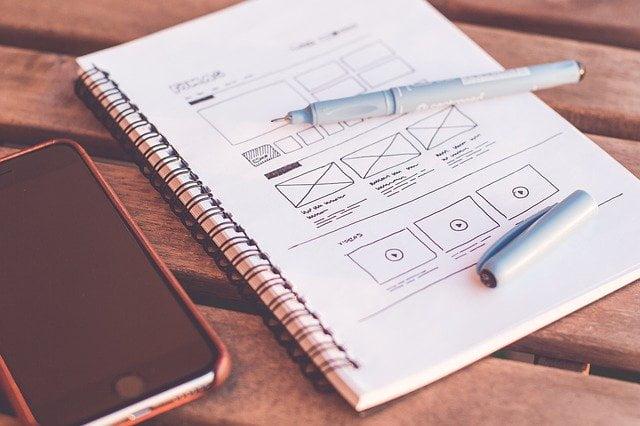 diseño web sobre un cuaderno