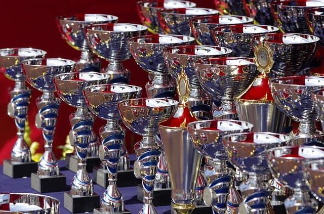 Los hay que coleccionan contactos en Linkedin como trofeos...